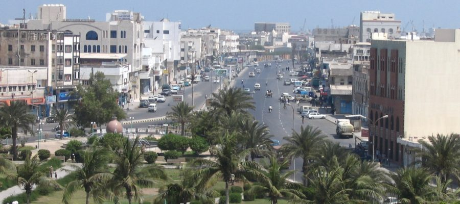 من التهميش إلى القصف والحصار.. «الحُدَيْدة» تختزل مأساة اليمن!